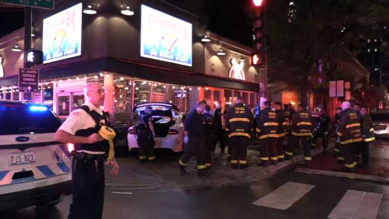 Chicago hit-and-run driver slams into Griddle 24 restaurant in River North, injuring 4, police say