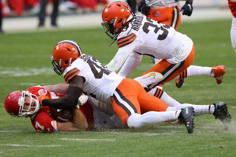 Chiefs' Greg Lewis Fined for Shoving Match With Browns' Ronnie Harrison: Report