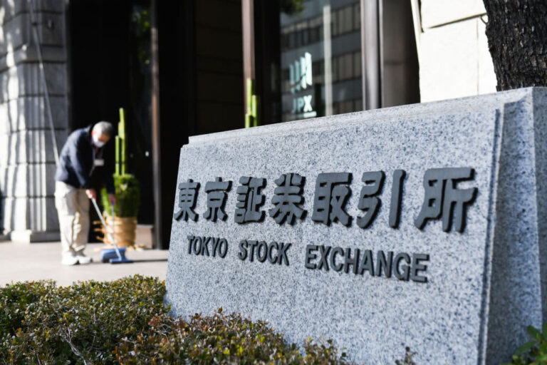 Mainland China markets drop more than 1% at the open before bouncing back; Evergrande crisis closely watched